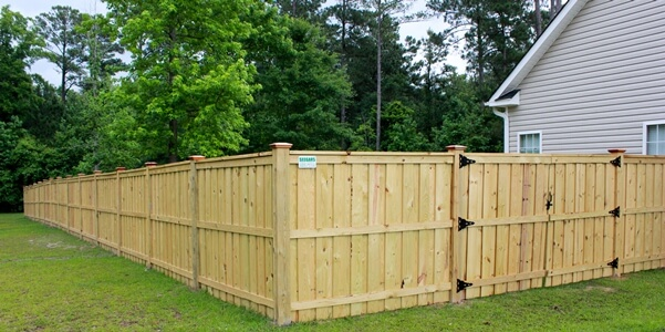 Low Wooden Fence Staxel: Residential Wood Fence Installations
